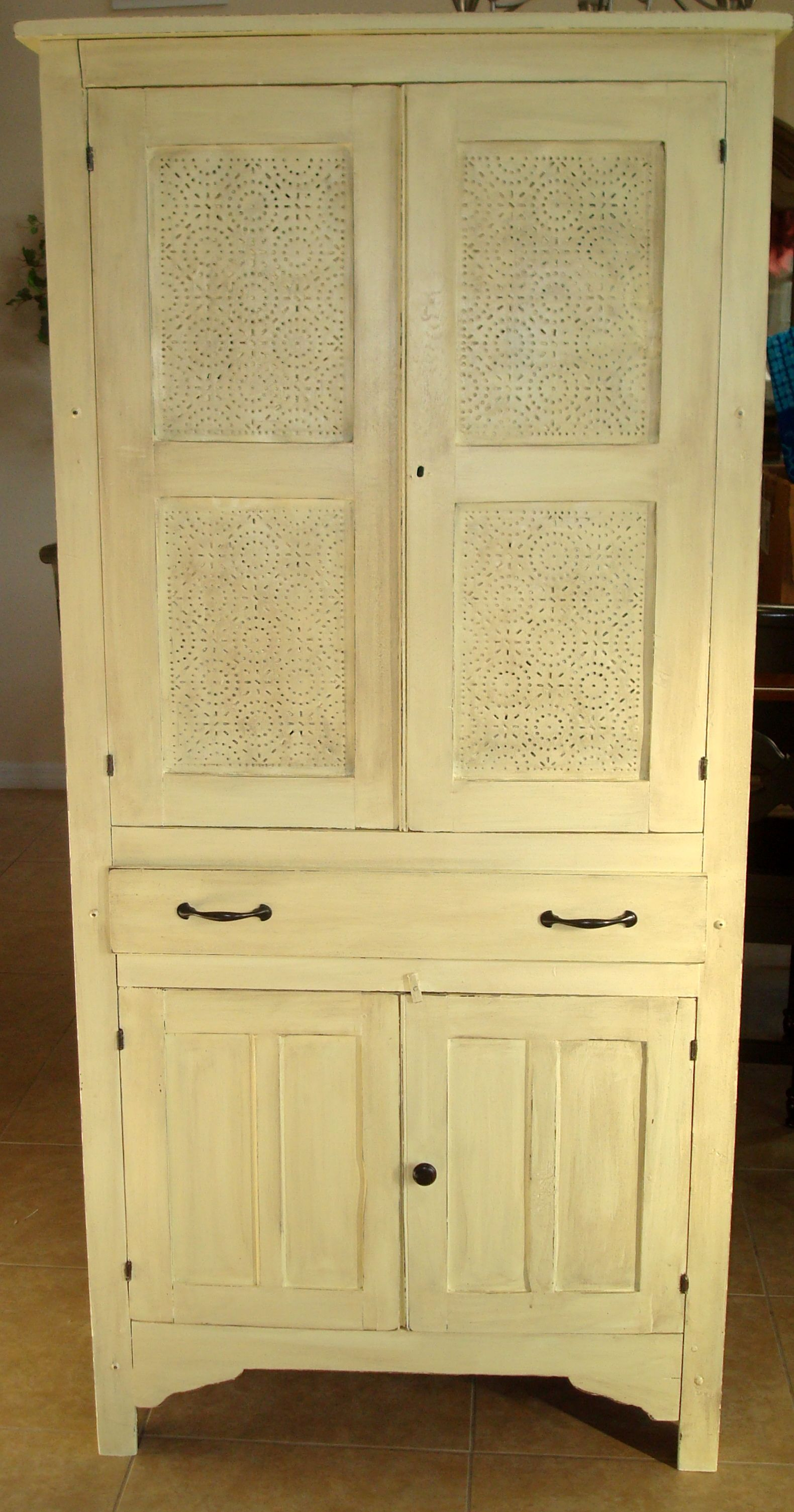 My great great grandma s pie safe looks almost identical to this and
