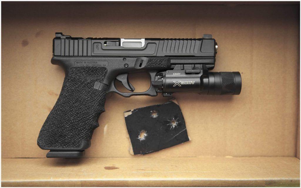 Glock 17 Semi Automatic Pistol Wallpaper