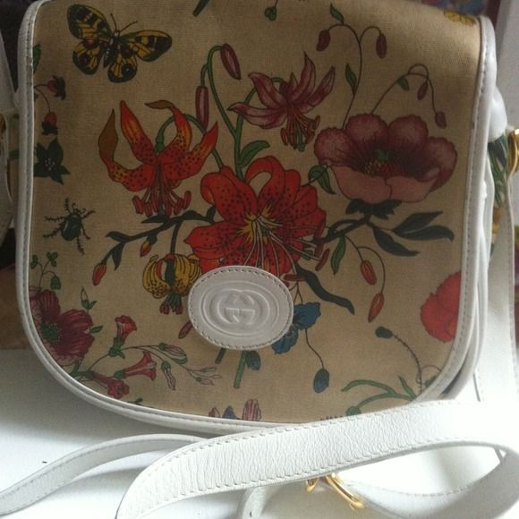 Gucci Flora crossed body purse. White leather This beauty is a Gucci Flora. Very rare and vintage. In great vintage shape. This is a collector piece. If you know about Gucci Flora you know why. So price is firm. Gucci Bags