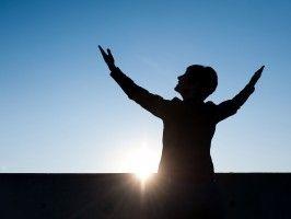 JESUS CRISTO, A ÚNICA ESPERANÇA: O milagre começa em casa e não na igreja