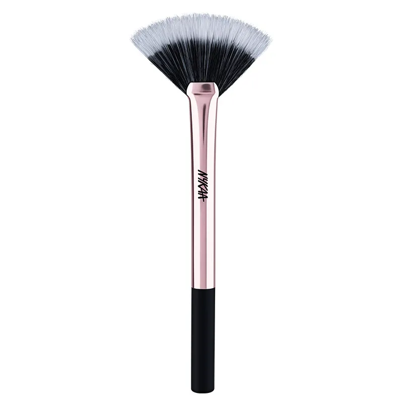 Nykaa BlendPro Highlighting Fan Makeup Brush at