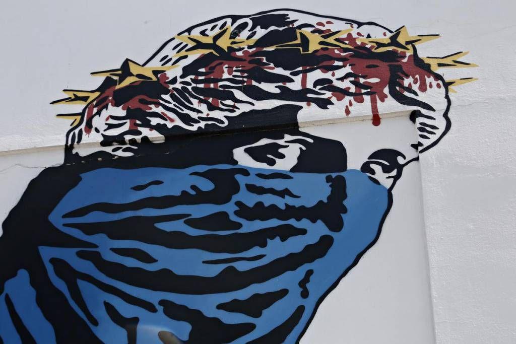 Graffiti related to the Euro and the relation between Greece and the European Union, in Athens, Greece on June 30, 2015. / Γκράφιτι που σχετίζονται με το Ευρώ και την σχέση της Ελλάδας με την Eυρωπαϊκή Ένωση, Αθήνα στις 30 Ιουνίου 2015.