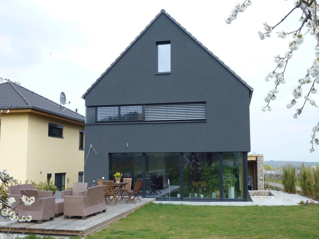 Schwarzes Haus wegen schwarzes schaf ausfallen häuschen und fassaden