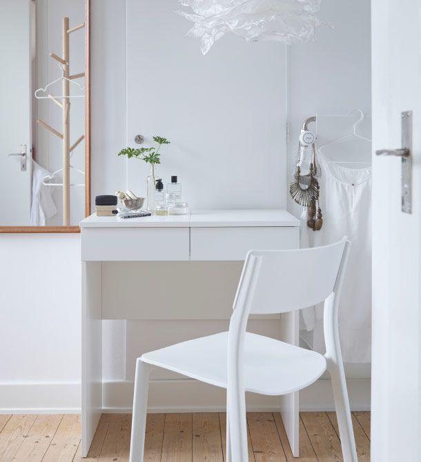 coiffeuse blanche avec chaise blanche devant ikea shopping diy. Black Bedroom Furniture Sets. Home Design Ideas