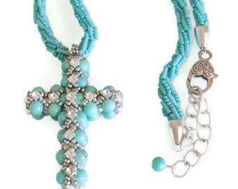 fa3266afc5c Cruz collar de cuentas de turquesa tejido colgante Swarovski cristales  perlas Vintage Cruz del Rhinestone de Bohemia collar Cruz collar religioso  Este ...