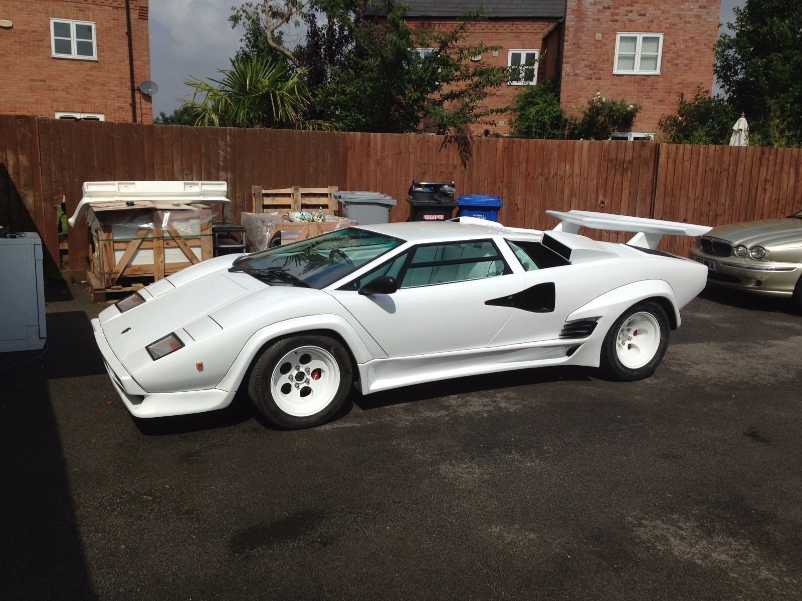 Beautiful Replica Of The Iconic Lamborghini Countach Description From Pistonheads Com I Search Lamborghini Countach Lamborghini Lamborghini Countach For Sale