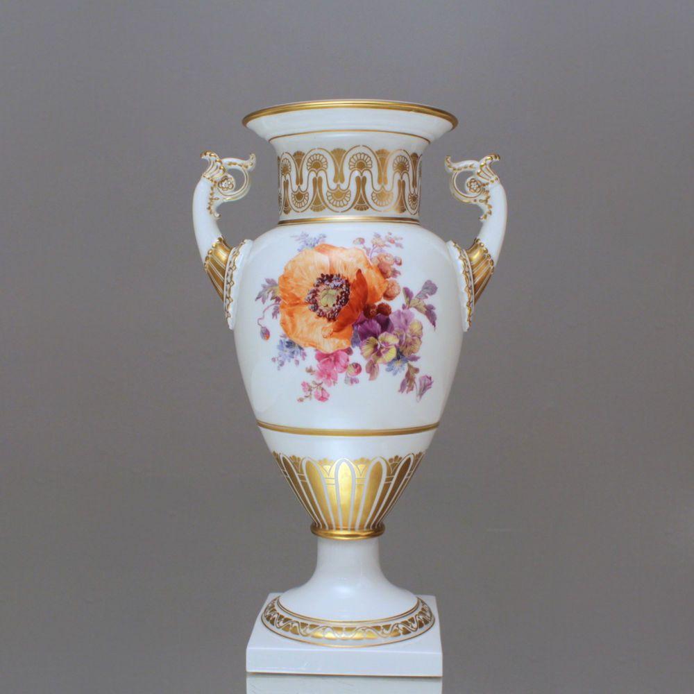 kpm berlin amphorenvase mit blumenmalerei gold mohn stiefm tterchen vase kpm berlin. Black Bedroom Furniture Sets. Home Design Ideas