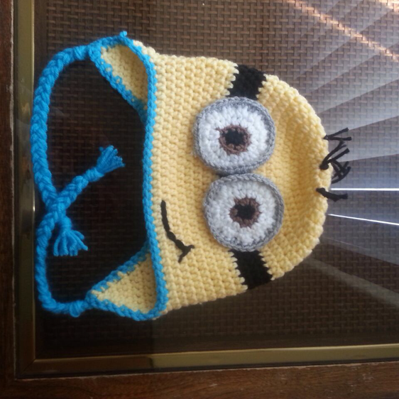 A cute #minion hat! Find more free #DIY #tutorials at www.guidecentr ...