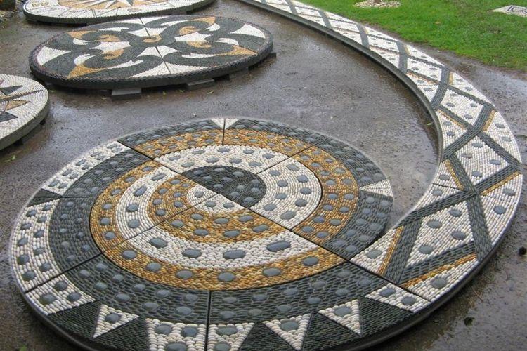 mosaique decorative galets-noir-blanc-jaune-déco-jardin | Déco ...