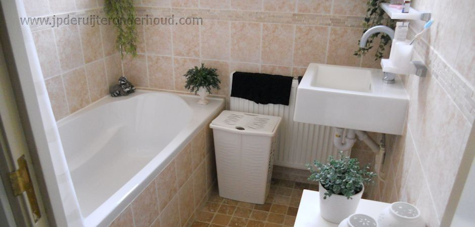 Badkamer verbouwing, vergroten plaatsing ligdad | Onderhoud door ...