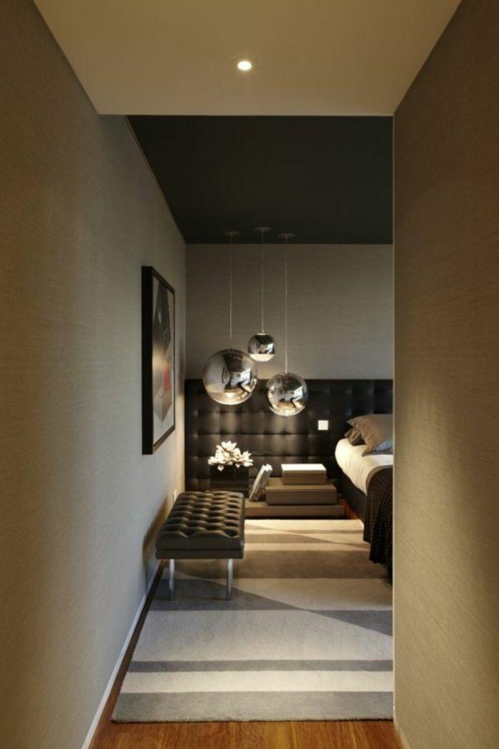 einmaliges interieur- schlafzimmer mit moderner deckenbeleuchtung