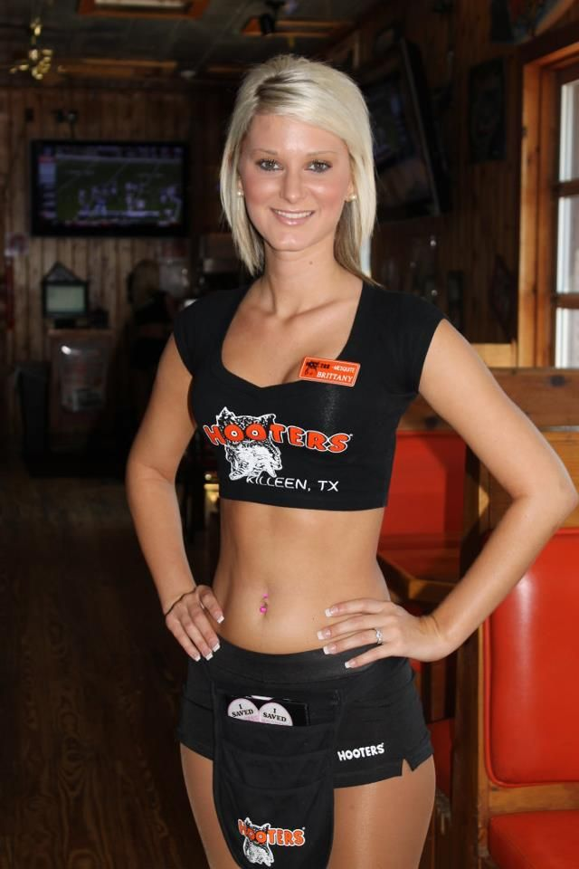 hooters-girl-candid-free-young-candid-undressed-girls