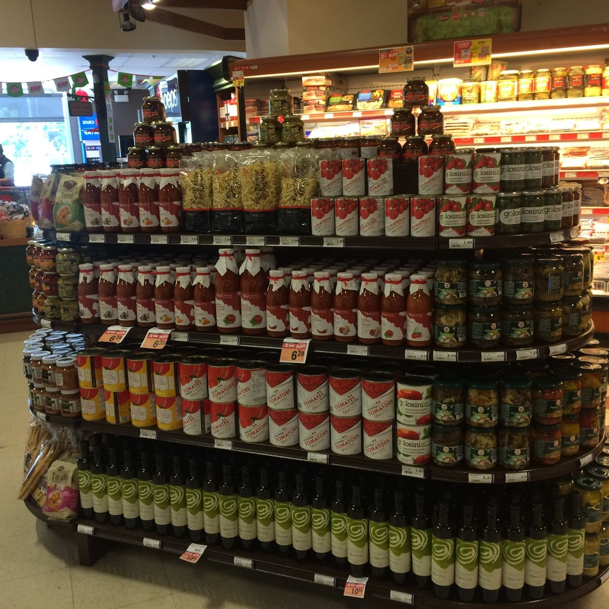 Favuzzi Oil, tomatoes and sauces display