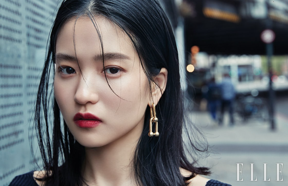 Kim Tae Ri Describes Why She Loves Being A BTS Fan | Soompi in 2021 | Kim,  Beauty, Elle magazine