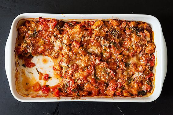 Assado de tomate com pão - {Sarah Leah Chase's Scalloped Tomatoes, a recipe on Food52}