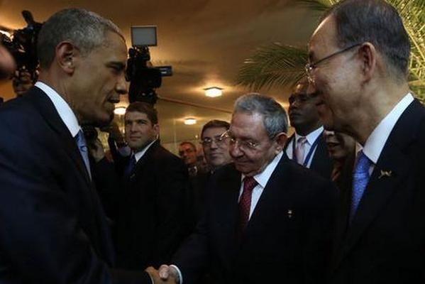 El histórico saludo de Obama y Castro en la Cumbre de las Américas