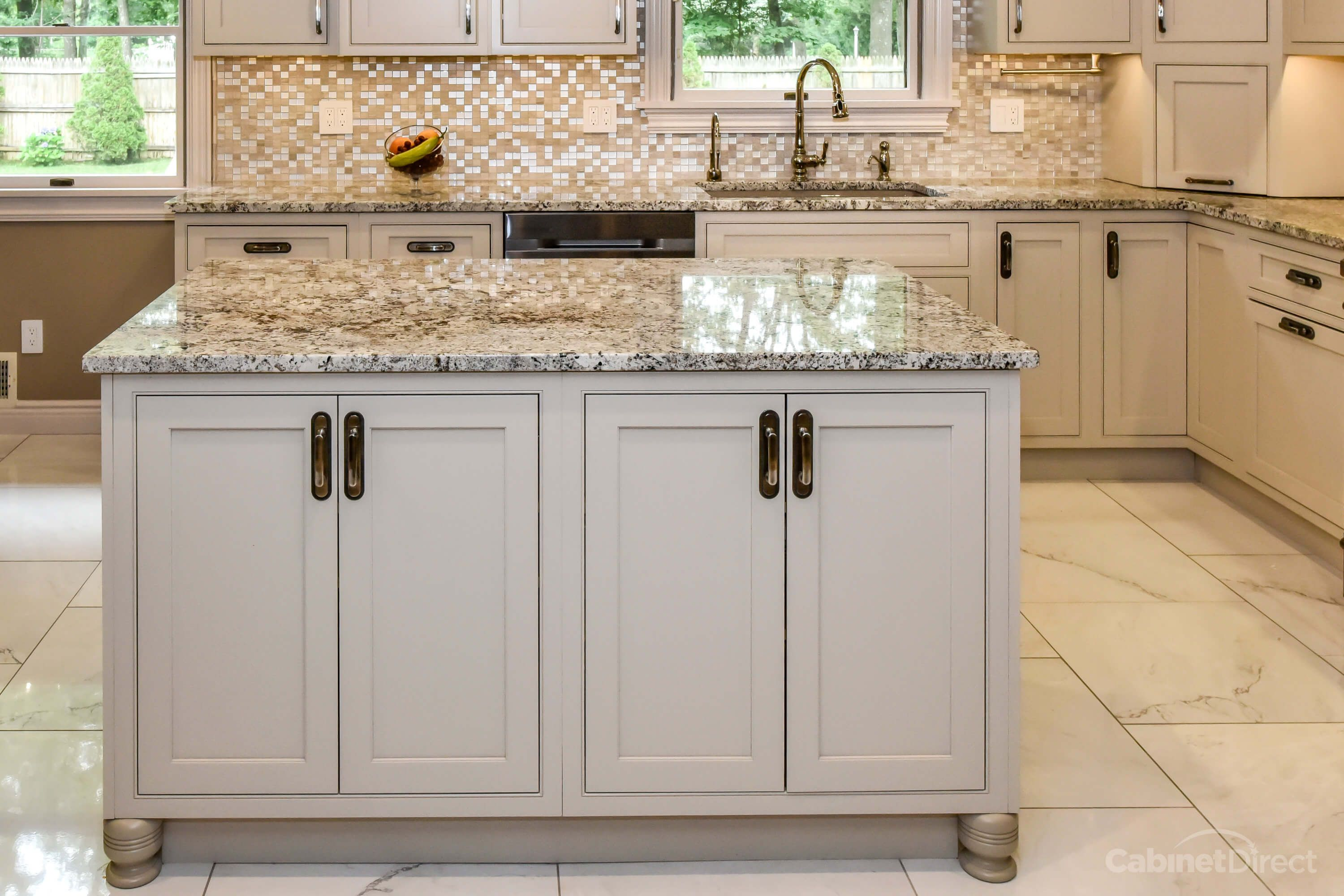 Britany Grieger Designed This Kitchen With Starmark Cabinetry S Bridgeport Door Style In Maple Finished Custom Kitchens Cabinet Door Styles Gray Cabinet Color