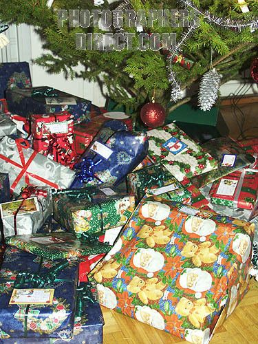 lots of christmas presents | Lots of wrapped up Christmas presents ...