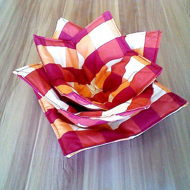 My weekend #homecraft  and #diy  Three autumnal microwave bowl potholder for bowls and plate. End of burned hands. :)