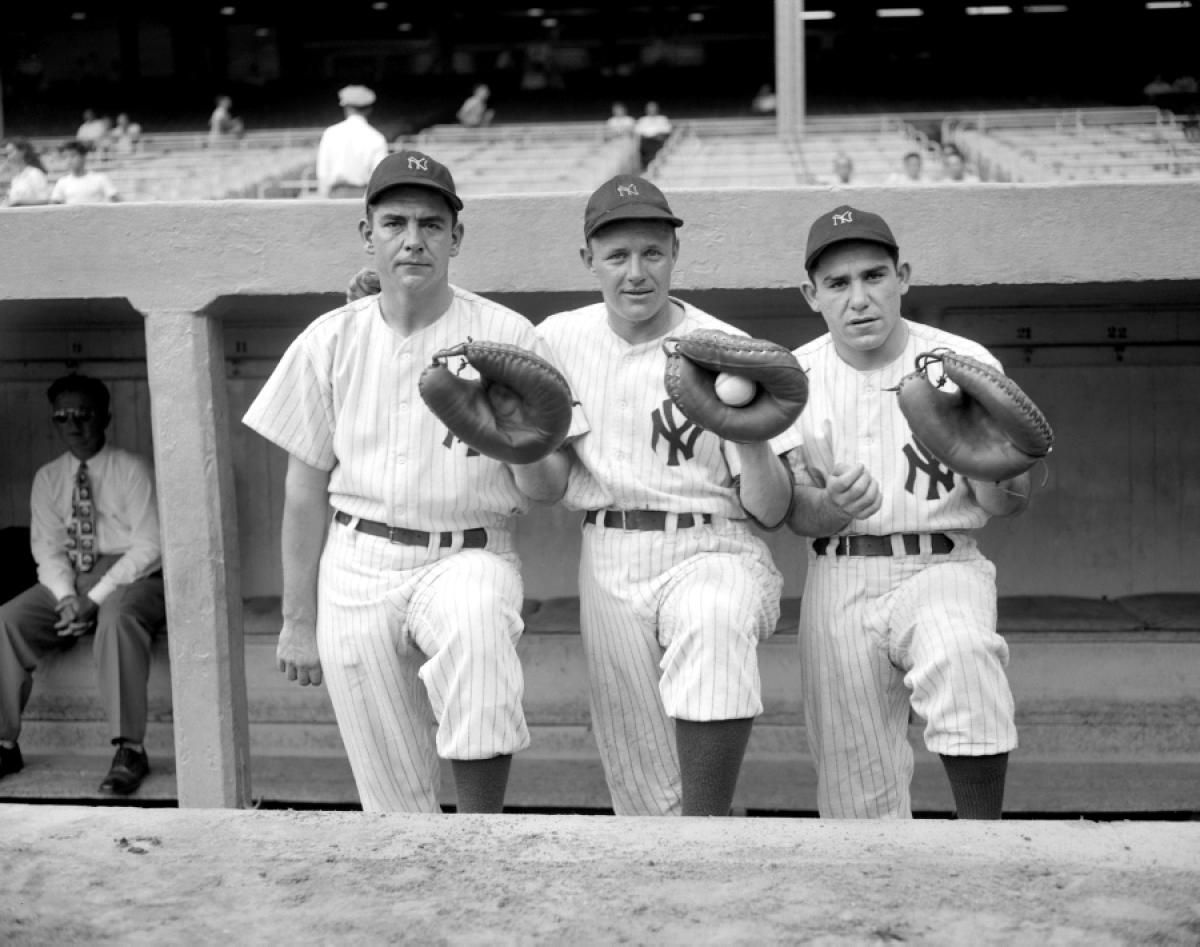 Yankees Catchers Aaron Robinson Ralph Houk And Rookie Yogi Berra L To R Pose Two Days Before The Team Clinches The Am Yogi Berra New York Yankees Yankees