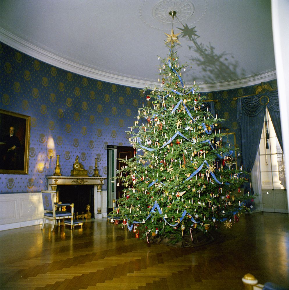 Kn C19727 Christmas Tree In Blue Room Of White House White House Christmas White House Christmas Tree White House Ornaments