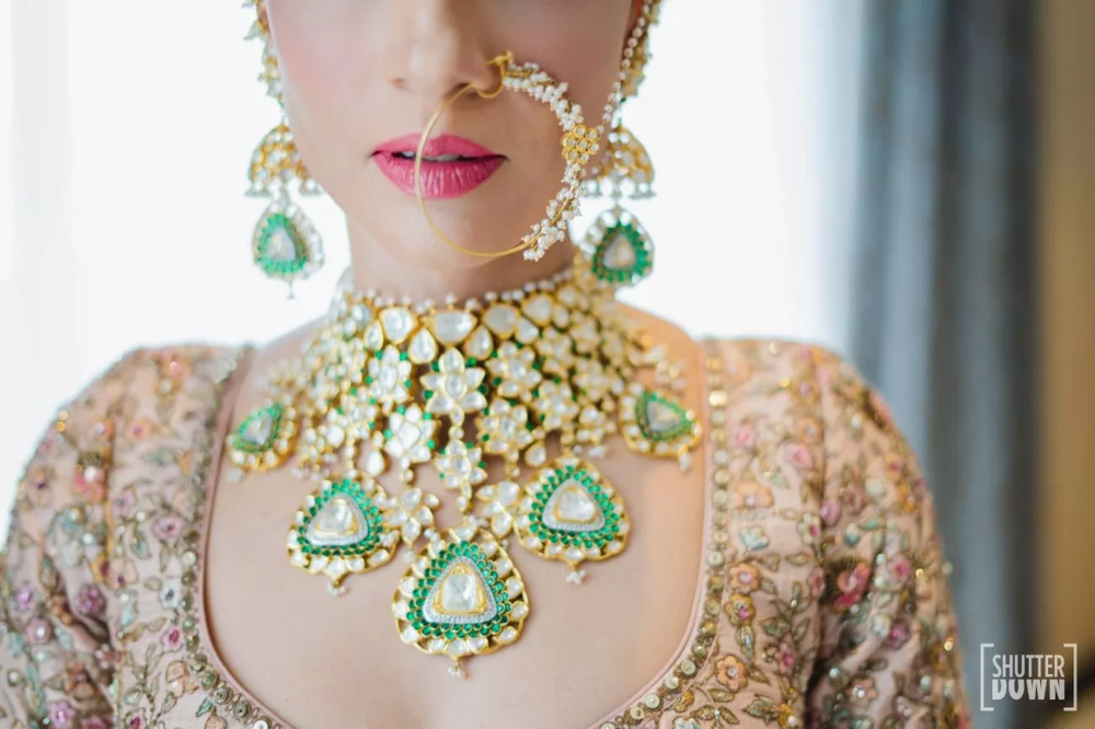 Stunning Sri Lanka Wedding With Bridal Outfits in