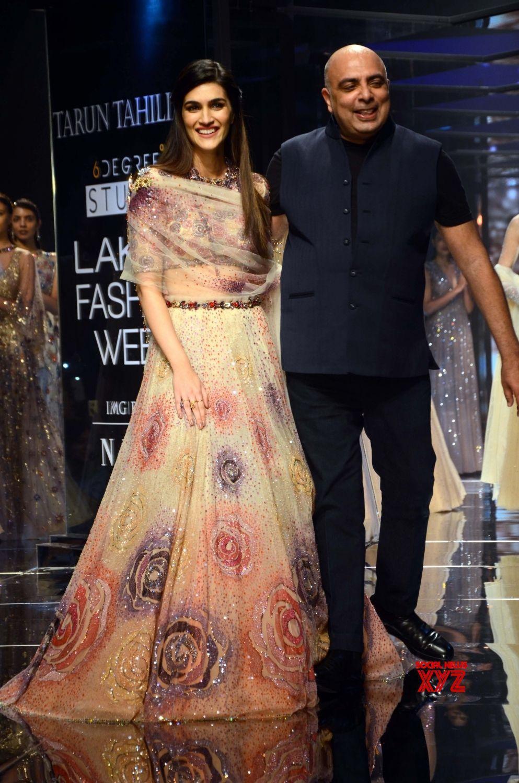 5b87bb915e Mumbai: Lakme Fashion Week Summer/Resort 2018 Tarun Tahiliani #LFWSR18  #LakmeFashionWeek - Social News XYZ