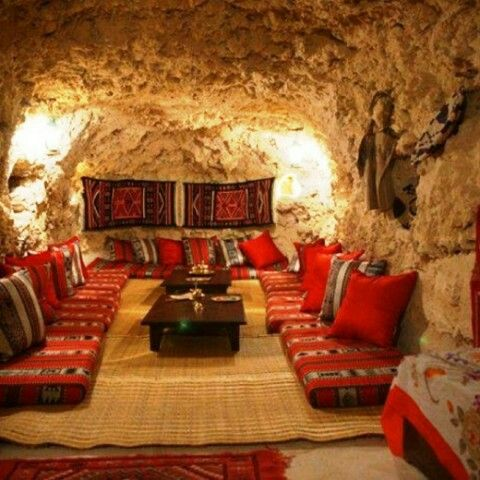 Middle Eastern style seating area in 2020 | Arabic decor ...