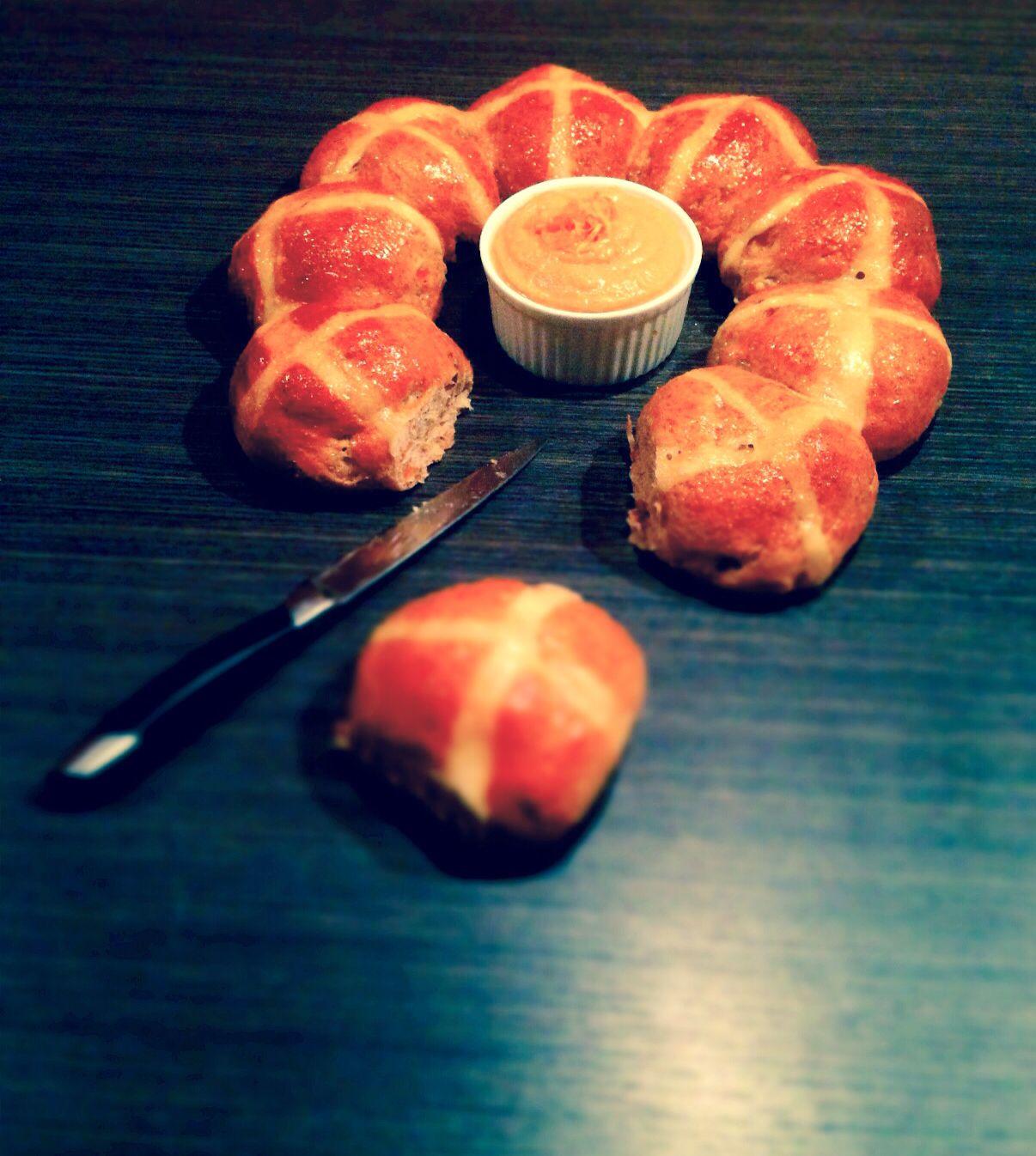 Hot Cross Buns per la #Re-Cake di aprile http://peppersmatter.wordpress.com/2014/04/27/hot-cross-buns-per-la-re-cake-di-aprile/