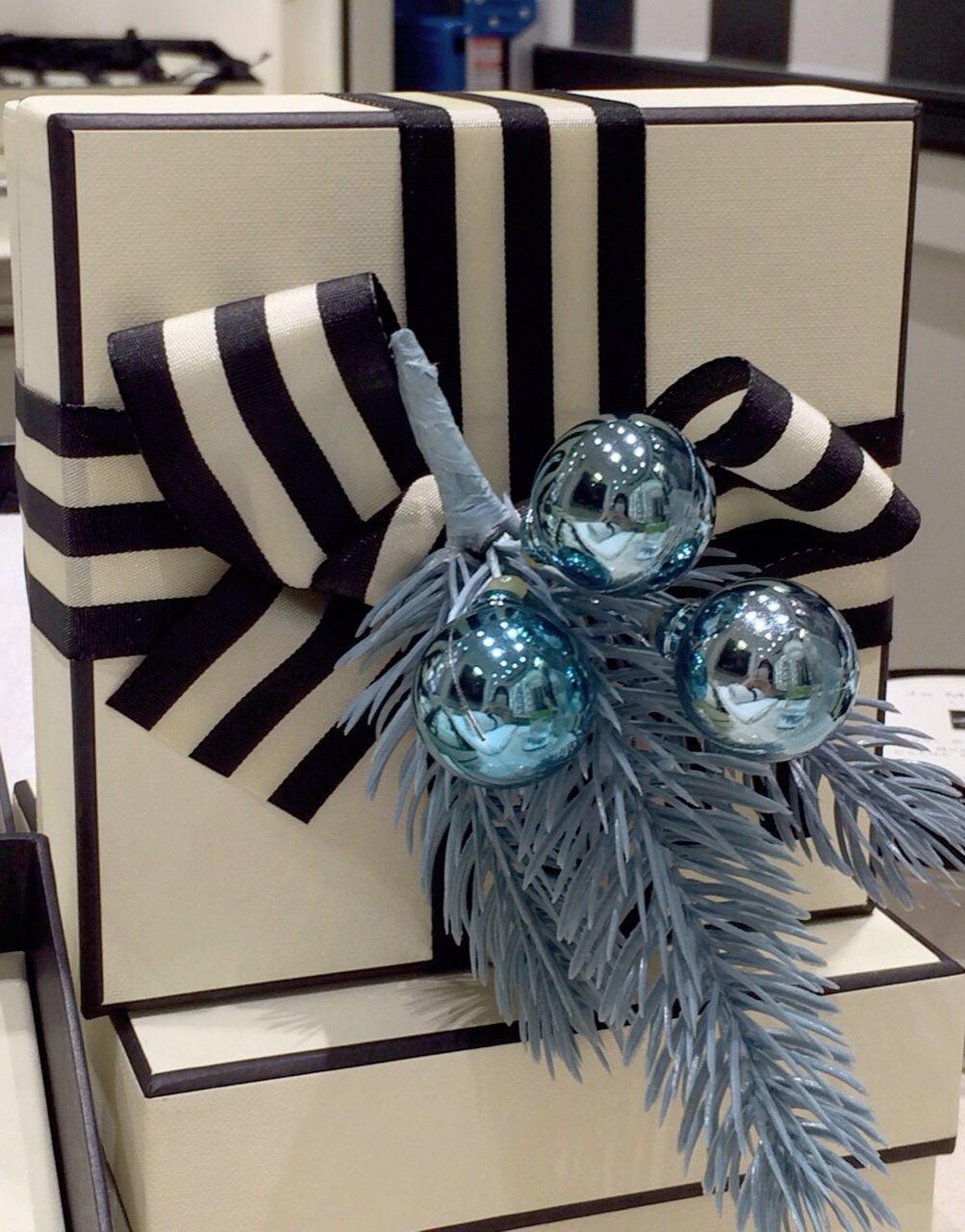 Pretty Jo Malone box comes with blue mistletoe this Christmas