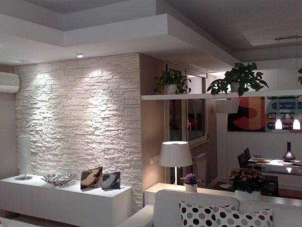 Fotograf a di parete in pietra e veletta d 39 arredo in for Decorazioni per pareti soggiorno