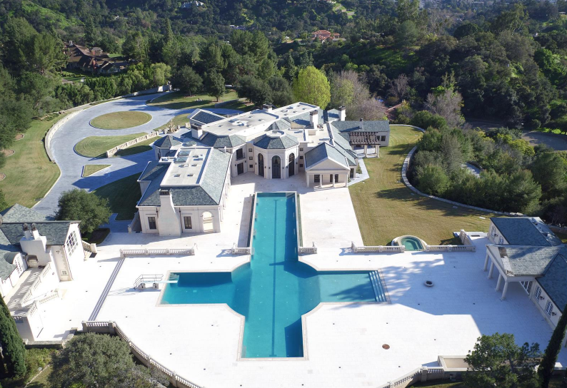 20 of the largest homes for sale in america mansion for The biggest house in america for sale