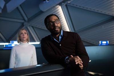 Kristen Wiig and Chiwetel Ejiofor in THE MARTIAN (2015)