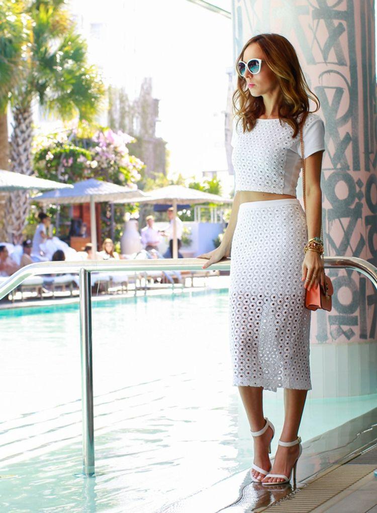 outfit eleganz damen weiss rock bauchfreie tops pool sonnenbrille ...