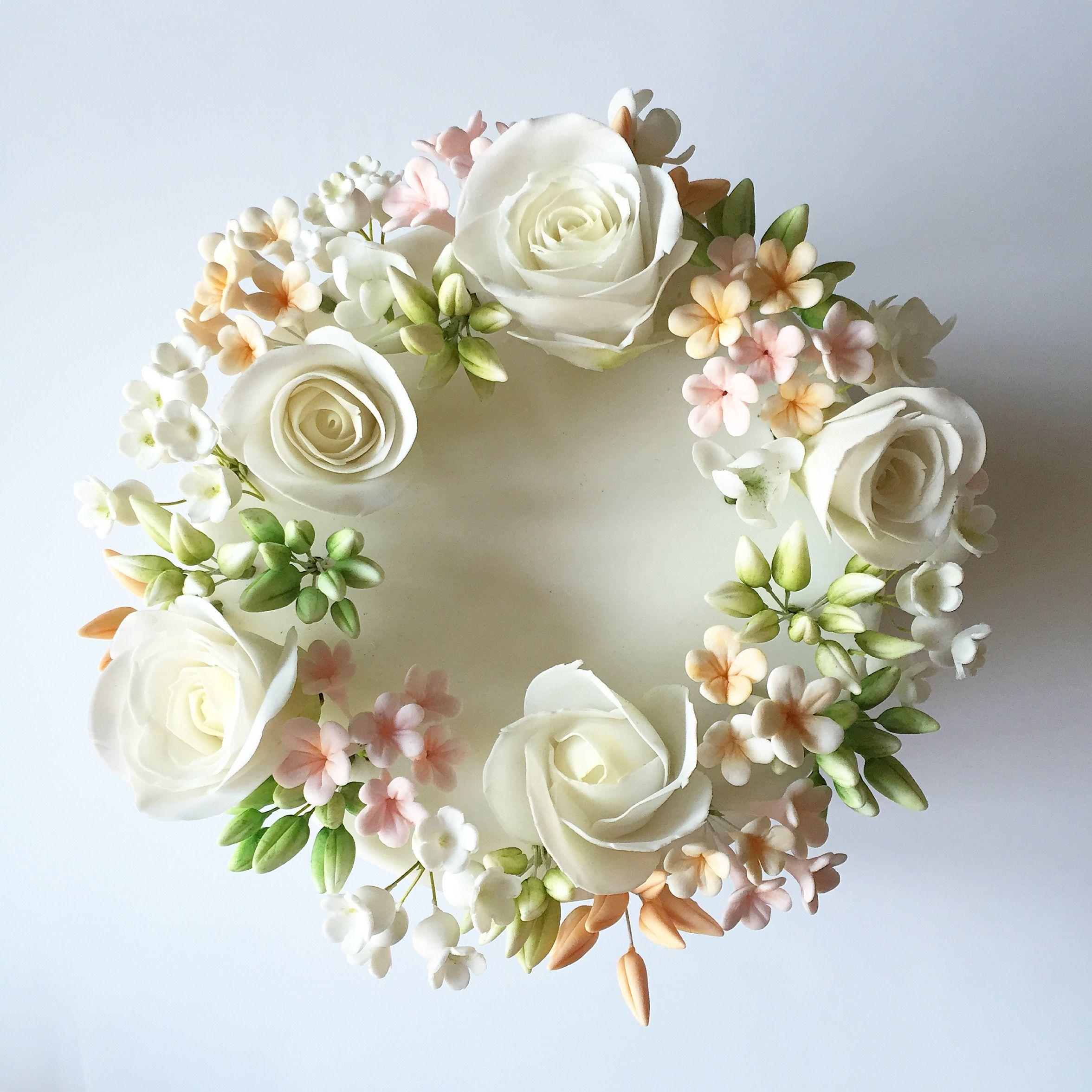 Wedding Cake Sugar Flowers: Sugar Flower Wreath On Top Of A Single Tier Wedding Cake
