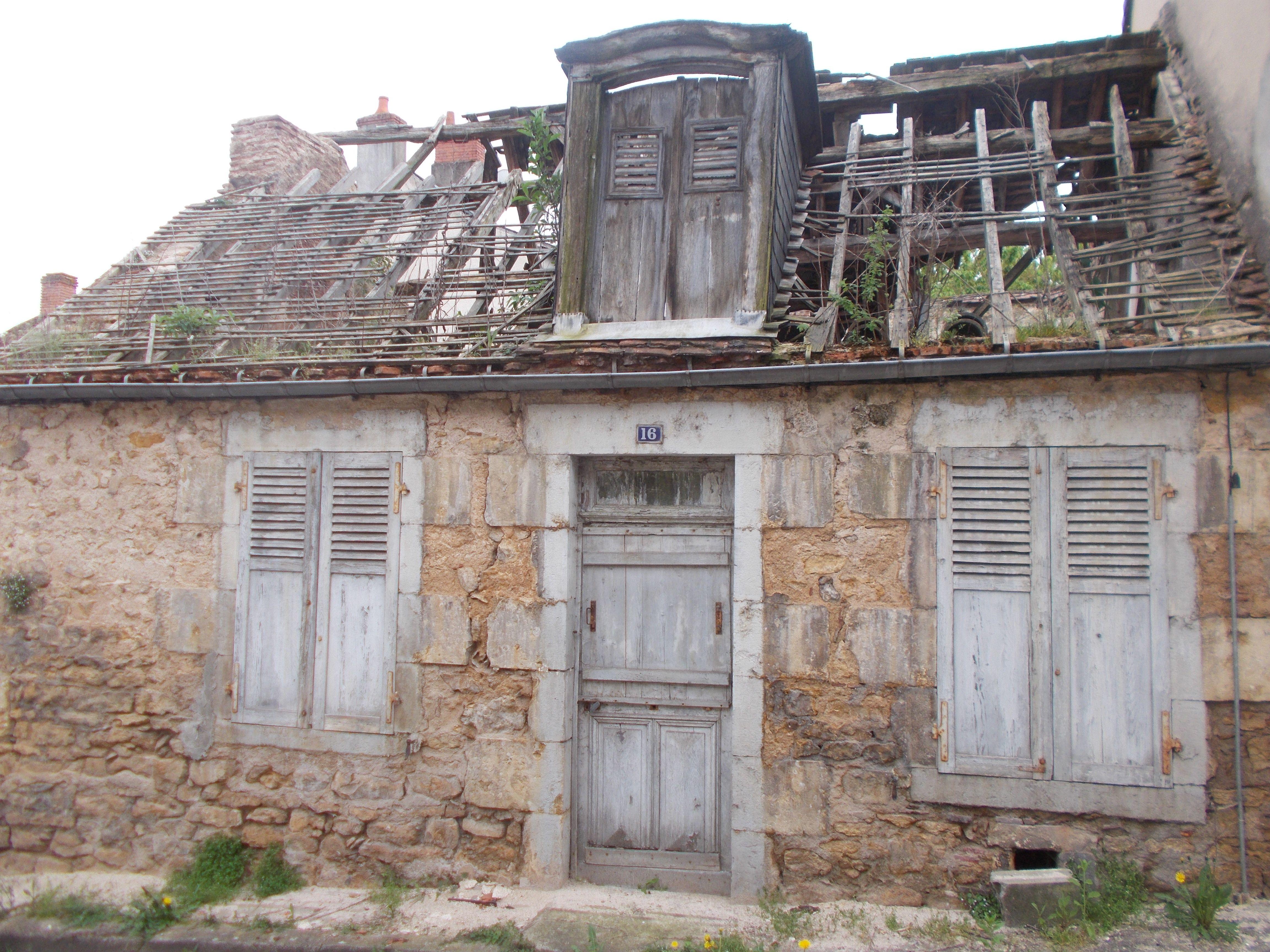 Maison en ruine  House styles, Home, Decize