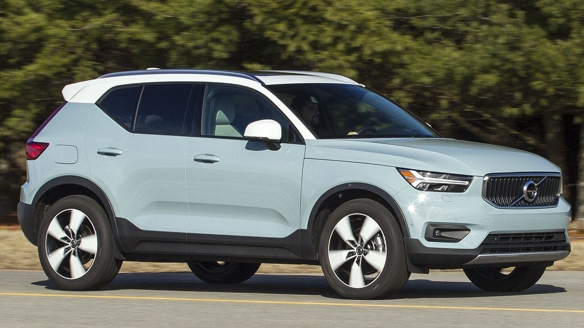 The New 2019 Volvo Xc40 Is A Handsome Looking Small Suv That Is The Right Size For Many Buyers And Features A Lot Of Standard Safety Volvo Volvo Cars Small Suv