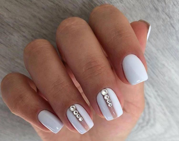 Nails In White Gel A Range Of Ideas To Adopt A Very Chic Winter Nail Art Women Style Tips White Gel Nails Elegant Nail Designs Elegant Nails