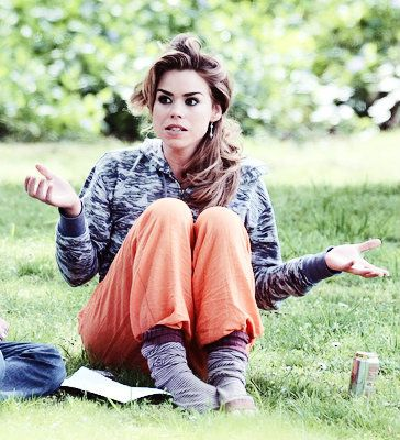 Billie piper I loooove her brown hair and makeup and outfit