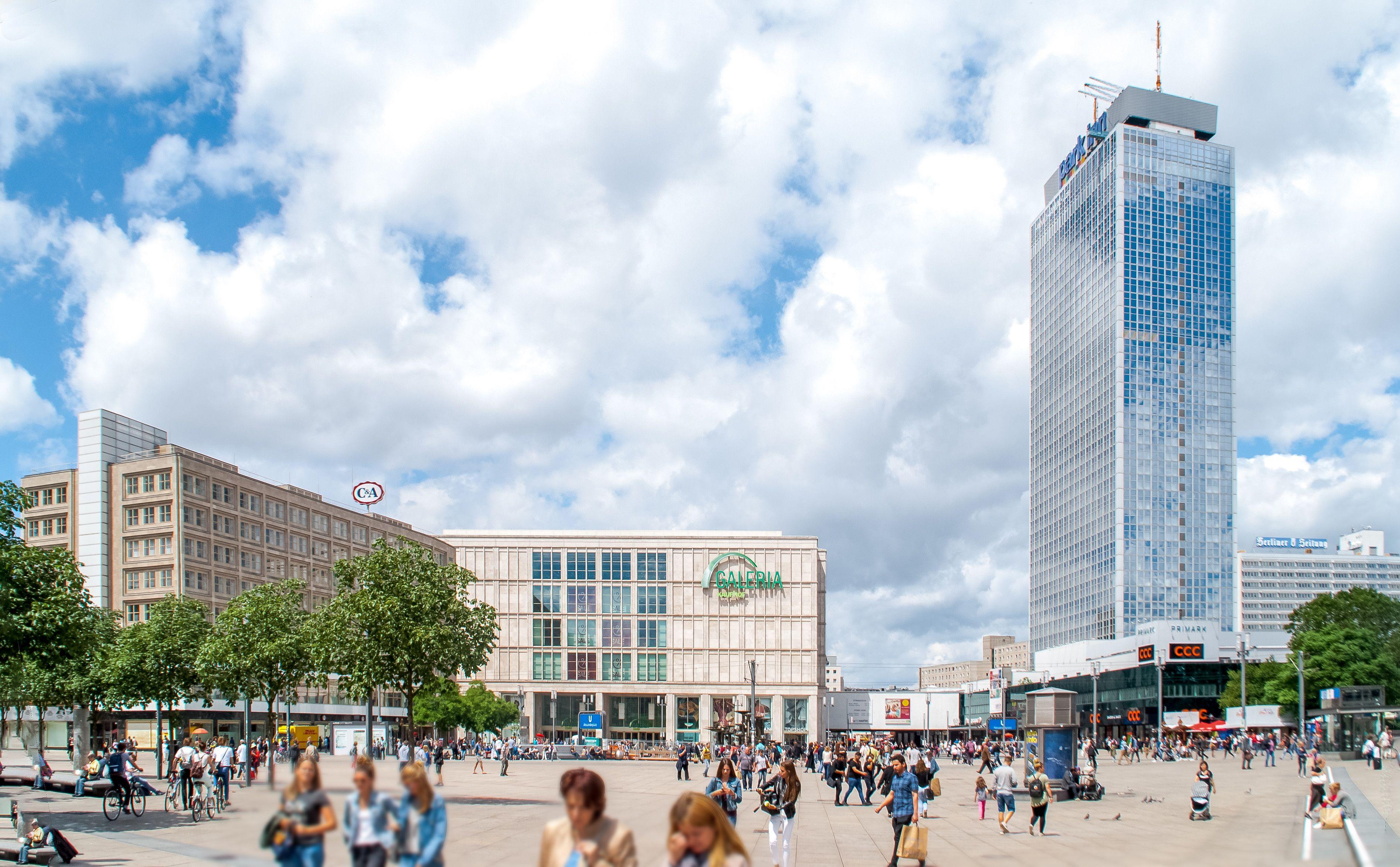 55 Berlin Alexanderplatz In 2020 Street View Hotel Scenes