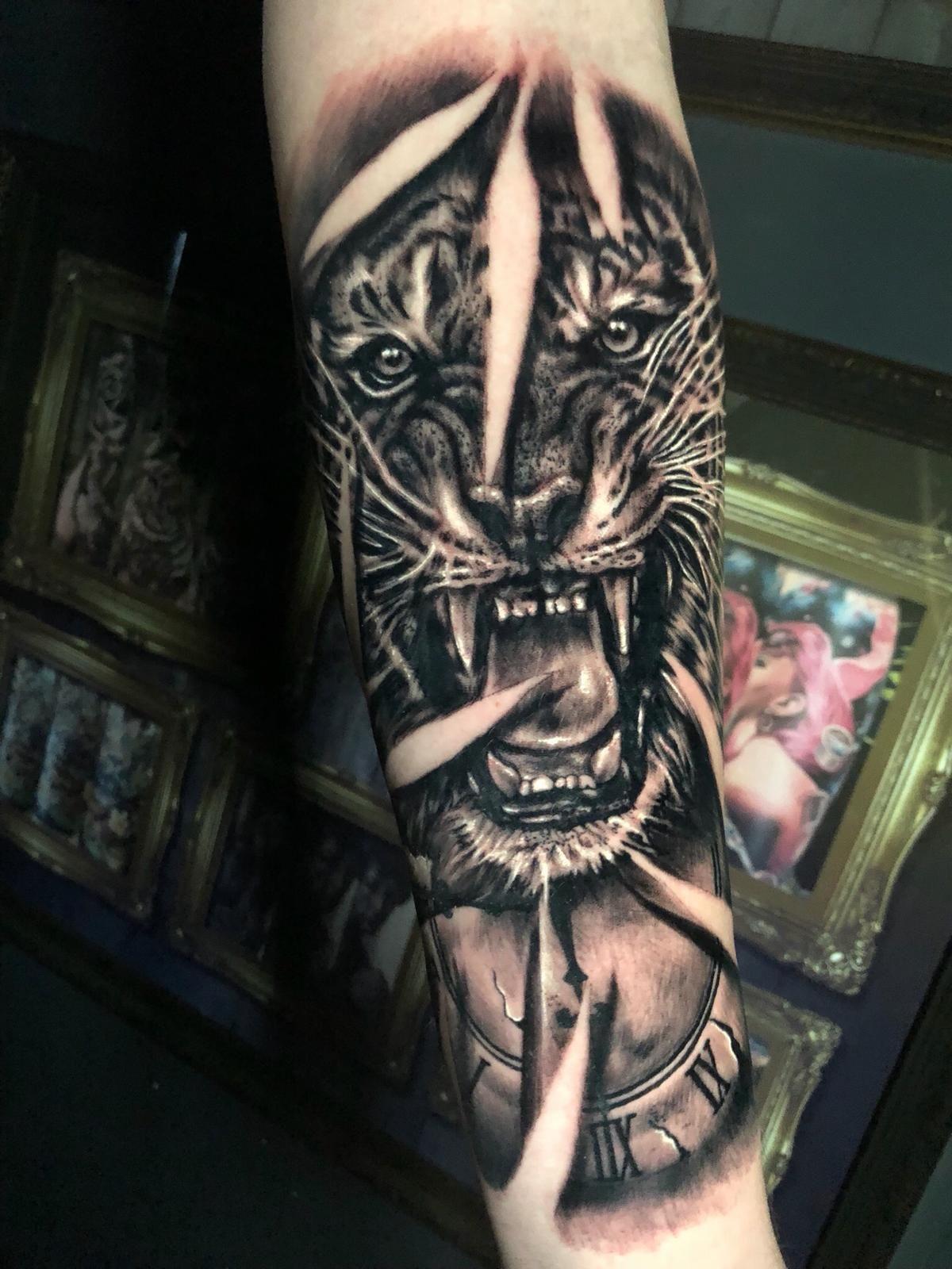 Tiger Tattoo Artist Renarto Www Holytrinitytattoos Co Uk Email Us Holytrinitytattoos Gmail Com Send U Tattoos Tiger Tattoo Tattoo Studio