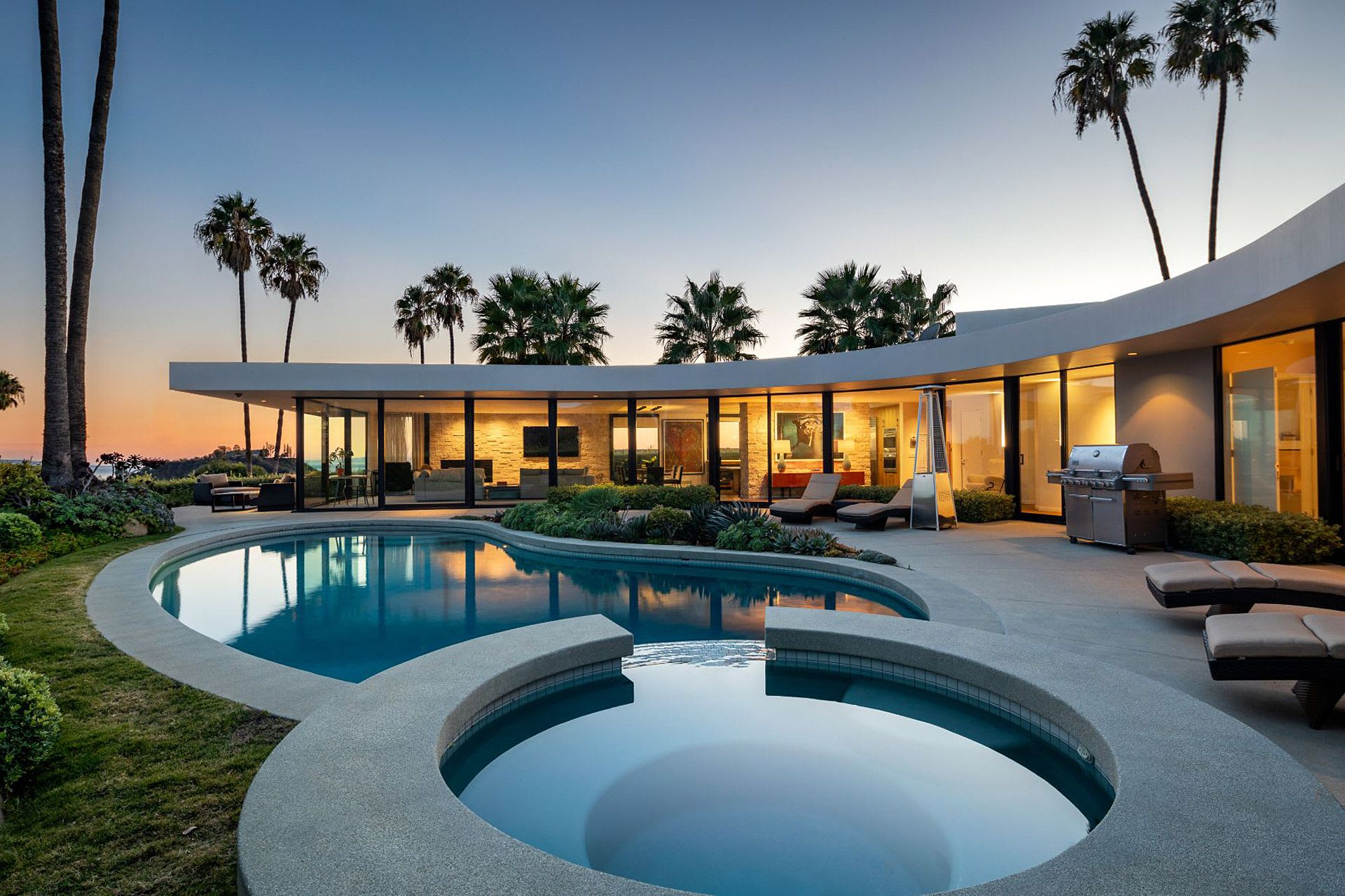 Elon Musk S Brentwood House Los Angeles Homes Celebrity Houses