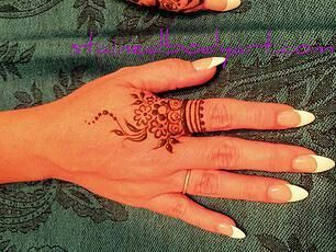 Pin By Amy Estrada Sevilla On Henna Tattoo And Design Henna Manos