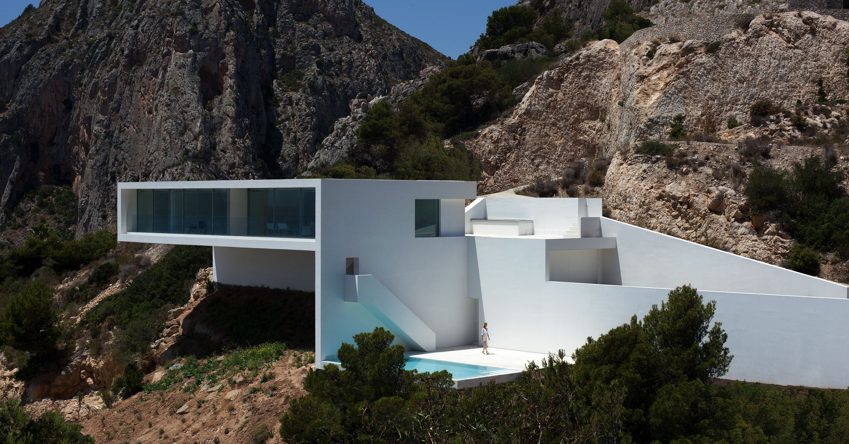 Concrete was used for the entire structure, but the walls were coated in stucco to create the clean white aesthetic.