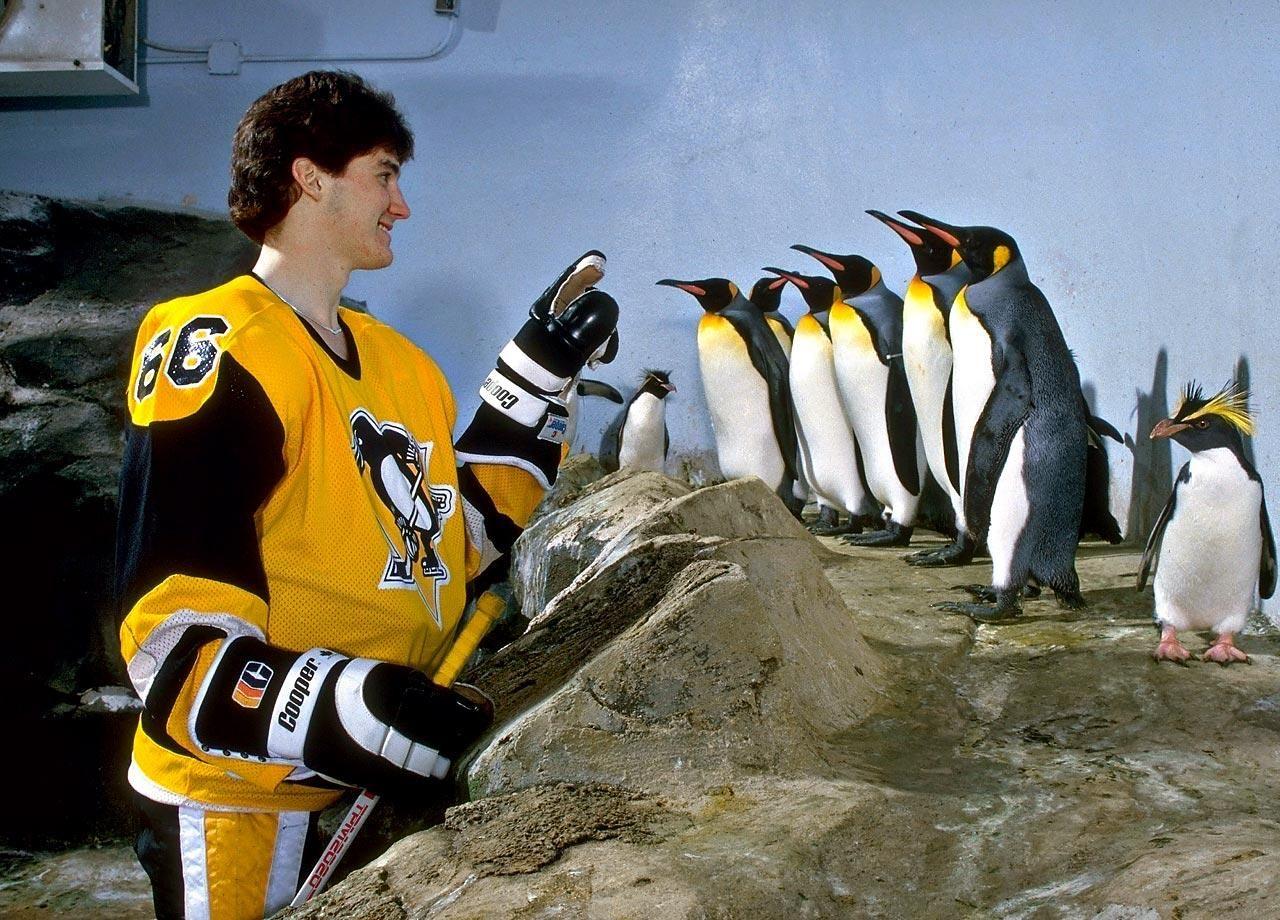 Former Pittsburgh Penguins captain Mario Lemieux doling