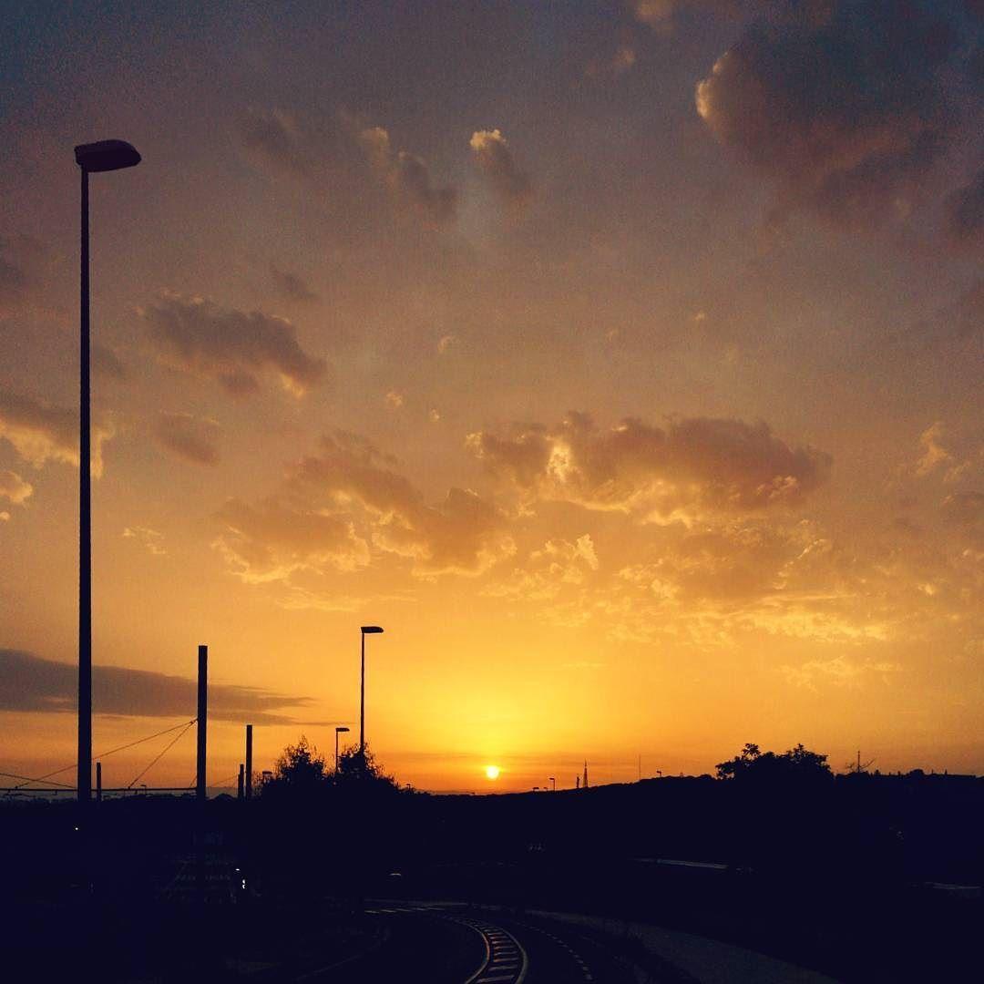 -- LA VUELTA --  #amañeceres Buenos días! Vuelta a la rutina pero con energía  #felizlunes [#albertosierra_mobilephotography]
