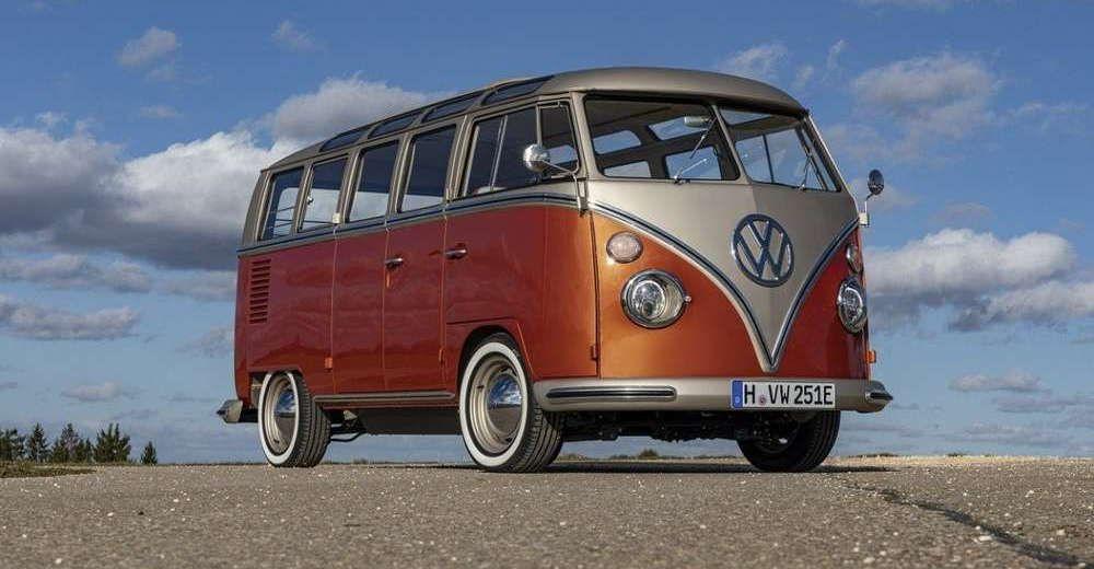 Volkswagen Converts Vintage Microbus Into Modern Electric Vehicle In 2020 Volkswagen Volkswagen Van Vw Kombi Van