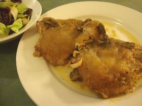 A Busy Mom's Slow Cooker Adventures: Applesauce Pork Chops