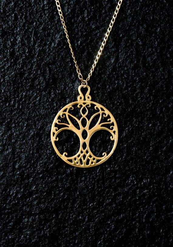 0d2e7208092d This pendant has a diameter of 1