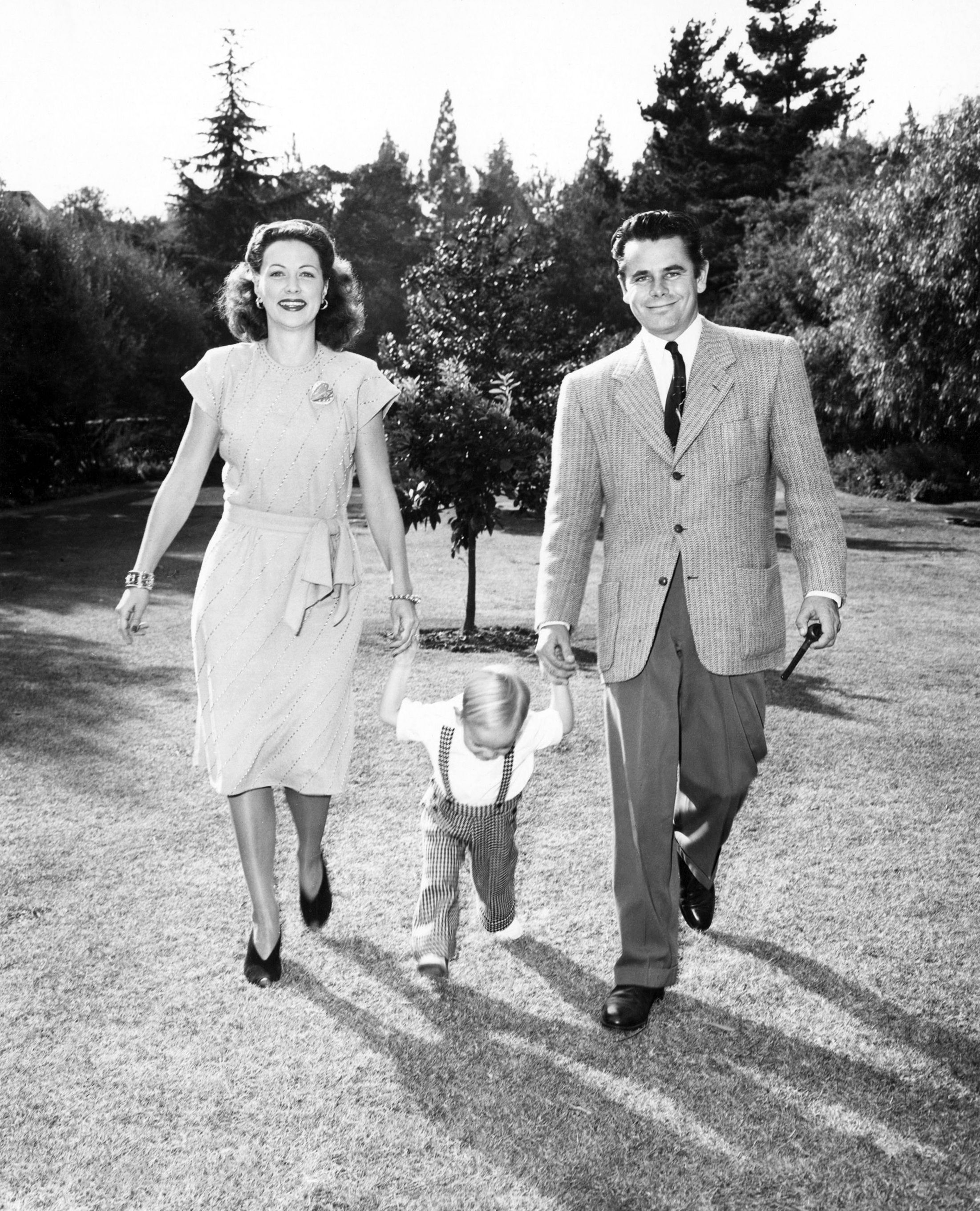 Glenn Ford 1 De Mayo De 1916 Quebec Canada 30 De Agosto De 2006 Beverly Hills Eleanor Powell Glen Ford Old Movie Stars